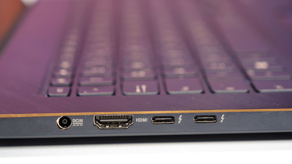 Conexões do ASUS ZenBook Pro 15