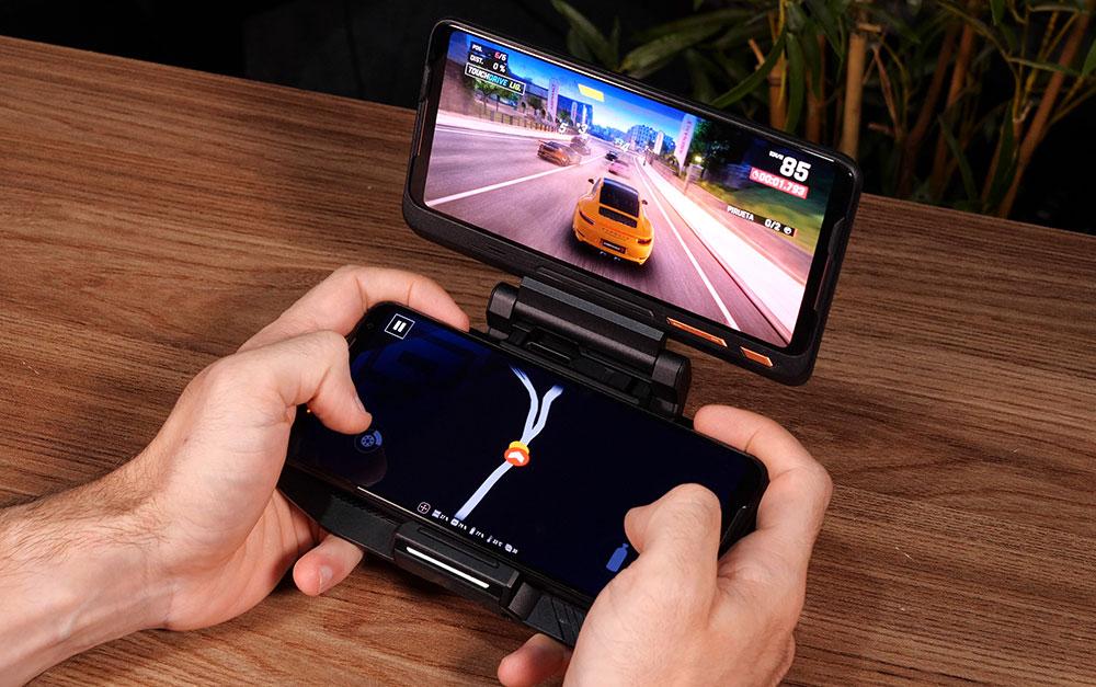 ROG Phone 2 com o acessório TwinView 2