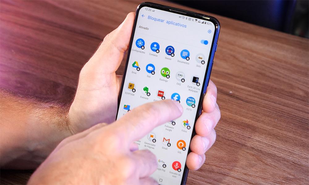 Imagem mostrando página de aplicativos do sistema Android em um smartphone ASUS.