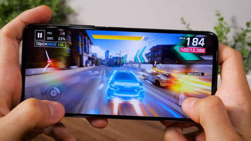 Tela do novo ZenFone 7 lançado no Brasil