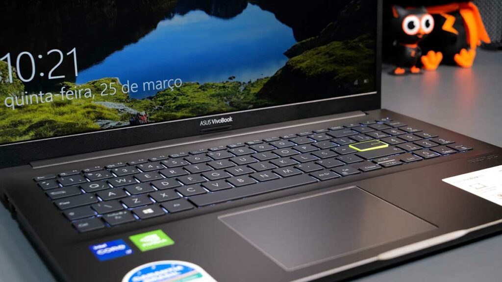 Hands-on VivoBook 15 K513: tela, teclado e touchpad do notebook